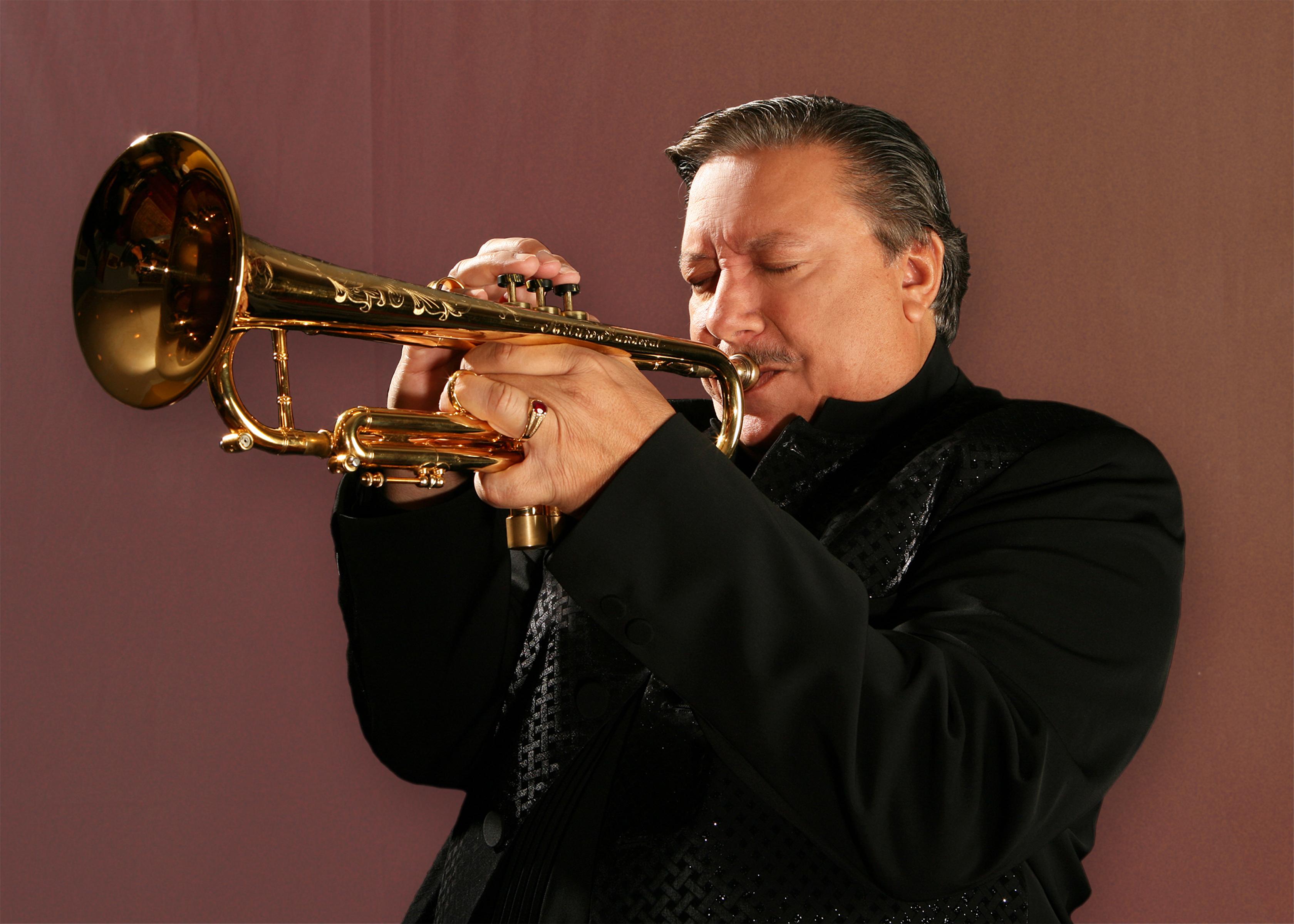 photo of musician Arthuro